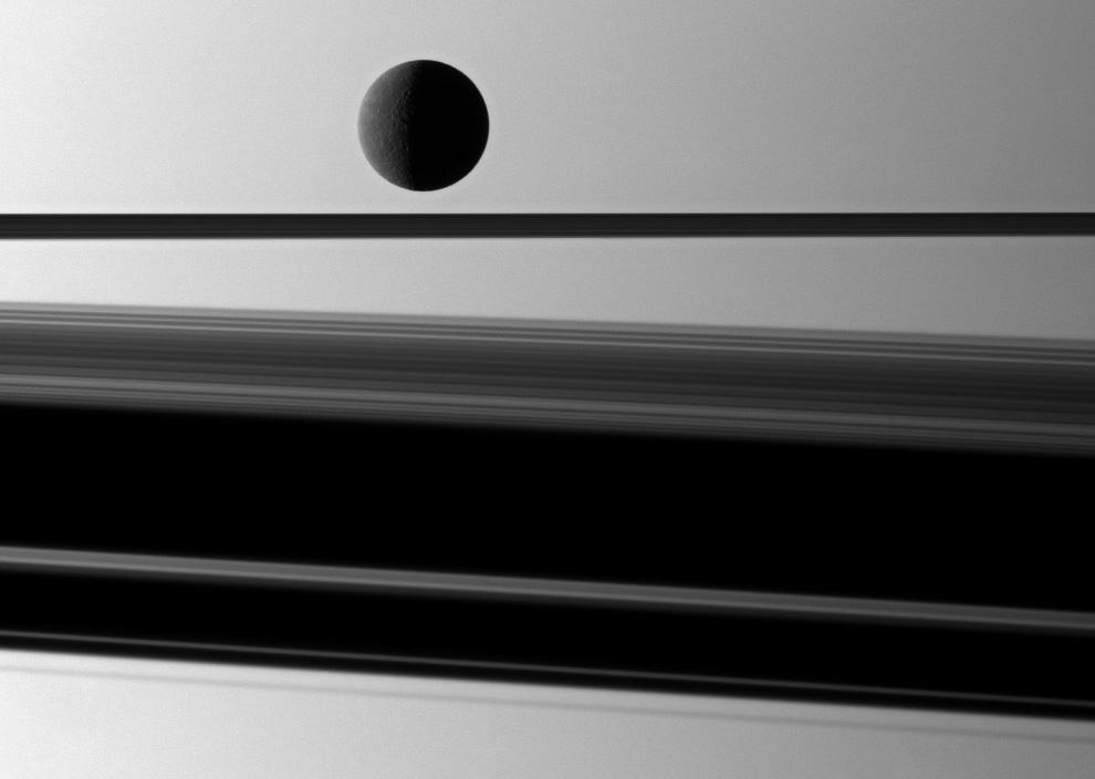 s28 3691 Вокруг Солнечной системы