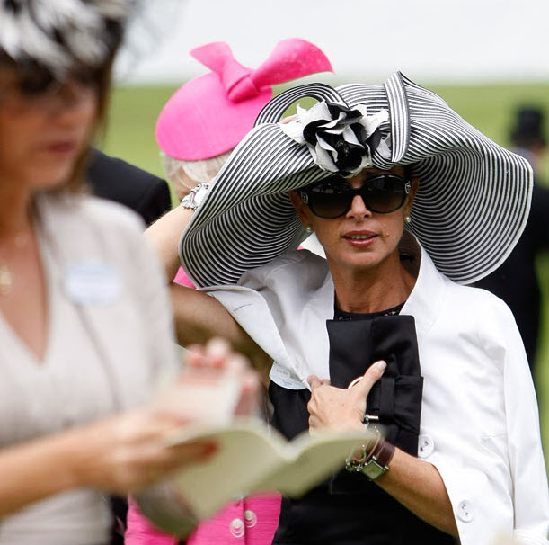 048 Парад шляп на скачках Royal Ascot (Часть 1)