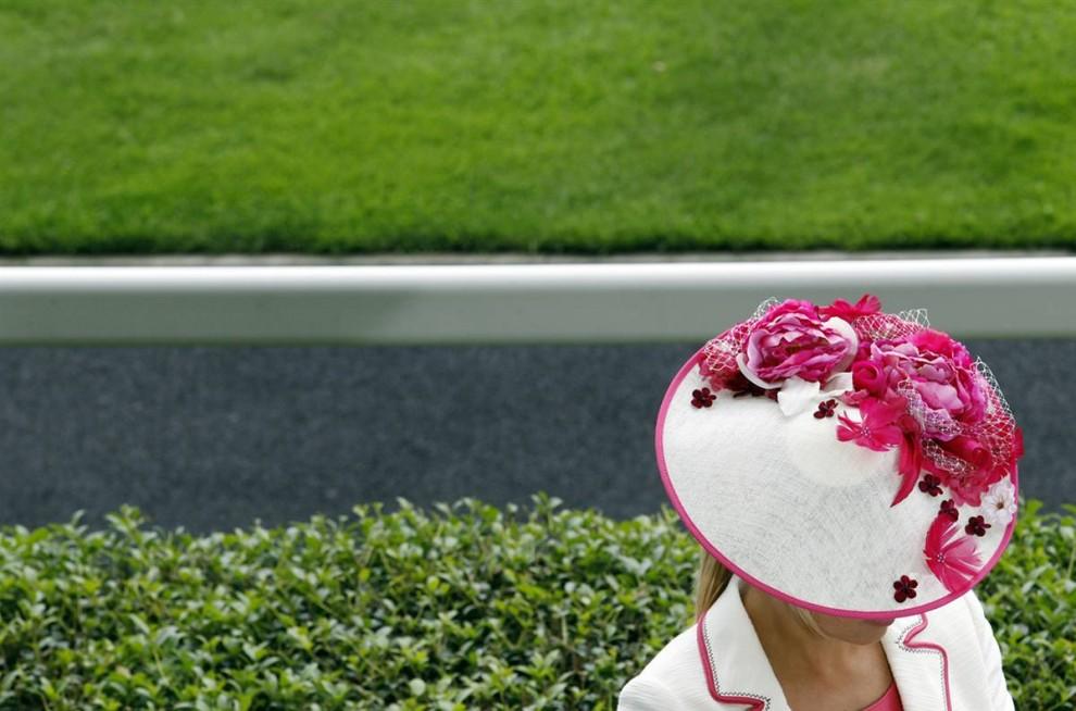1245 990x654 Парад шляп на скачках Royal Ascot (Часть 2)
