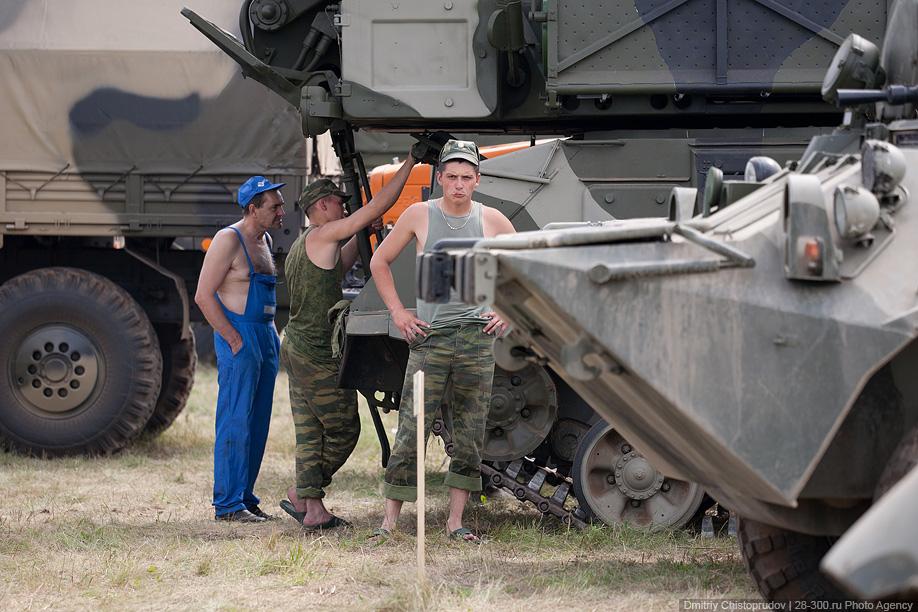Танки на аэродроме в Жуковском.