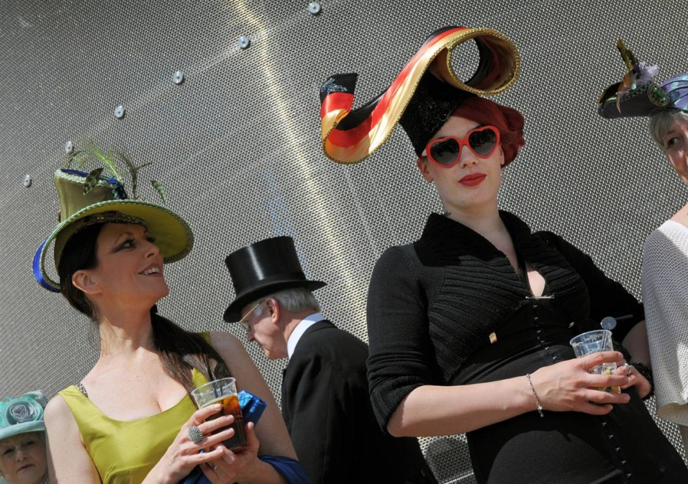 1437 990x696 Парад шляп на скачках Royal Ascot (Часть 2)
