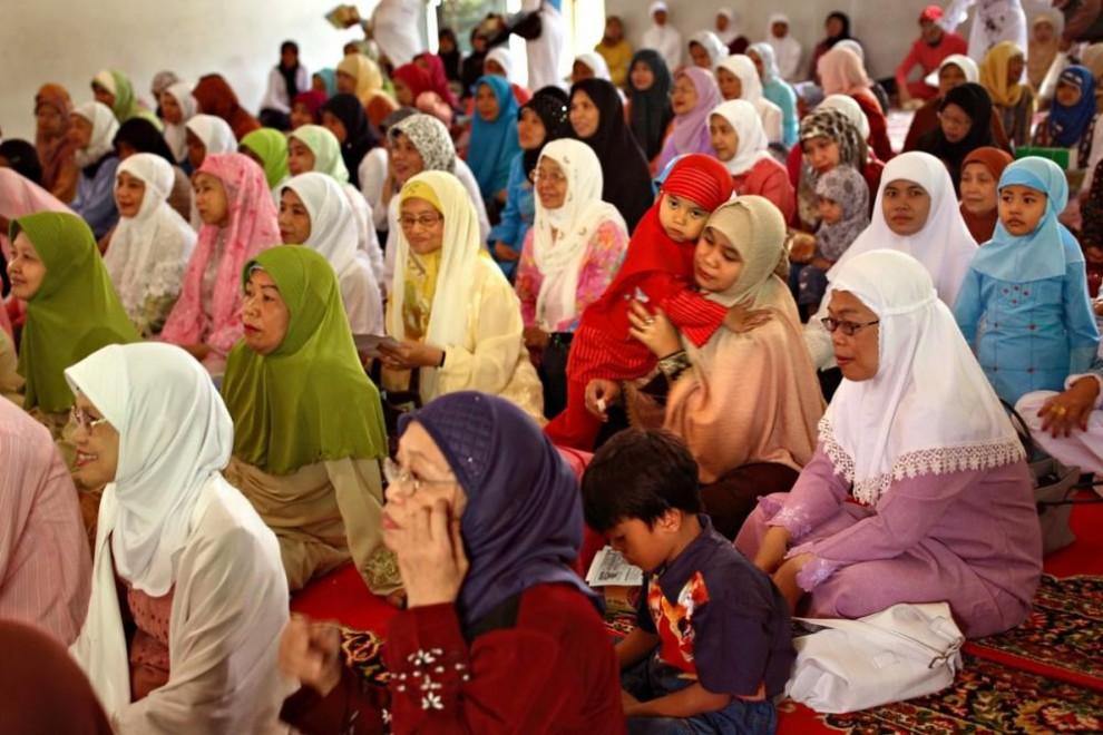 20100621 990x660 Обрезание девочек в Индонезии