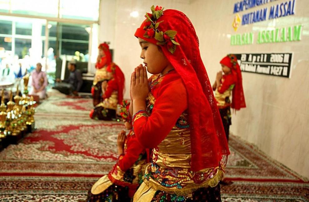 2010062A 990x648 Обрезание девочек в Индонезии