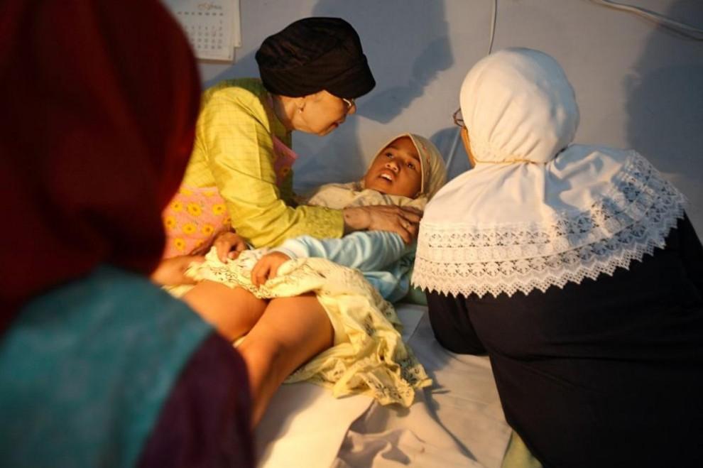 2010062B 990x659 Обрезание девочек в Индонезии