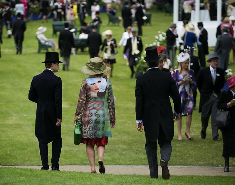 3f9s0mpjqq6m Парад шляп на скачках Royal Ascot (Часть 1)