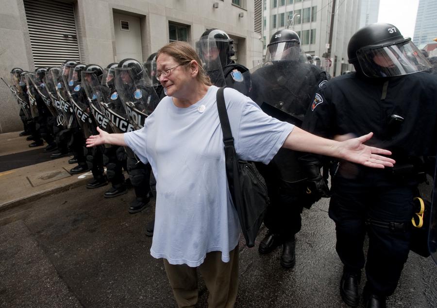 6a00d83B4 Протесты в Торонто