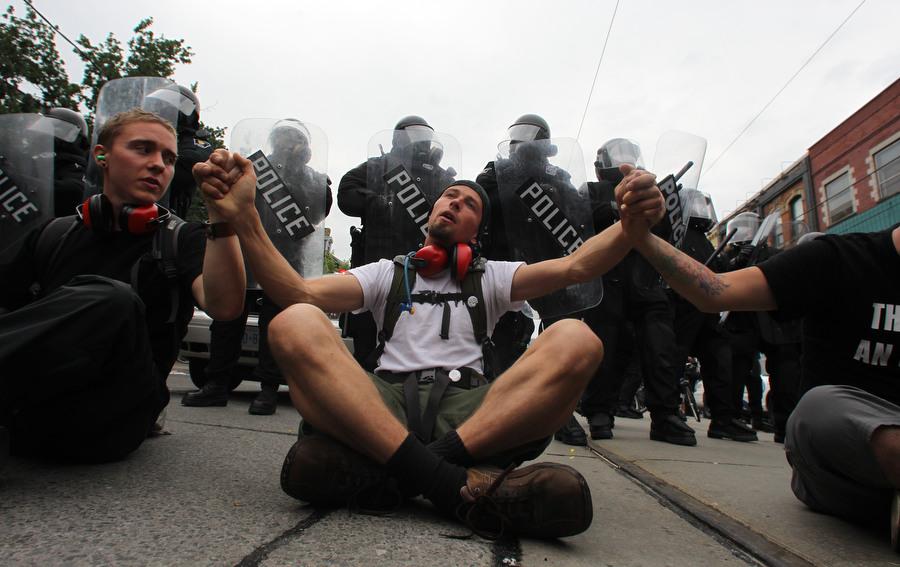 6a00d83D4 Протесты в Торонто