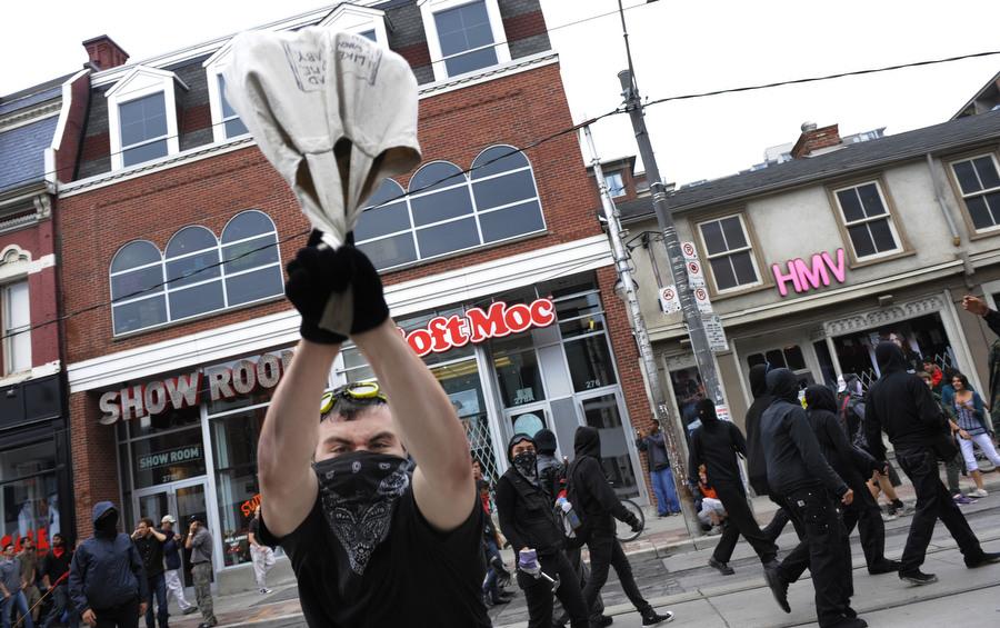6a00d83E3 Протесты в Торонто