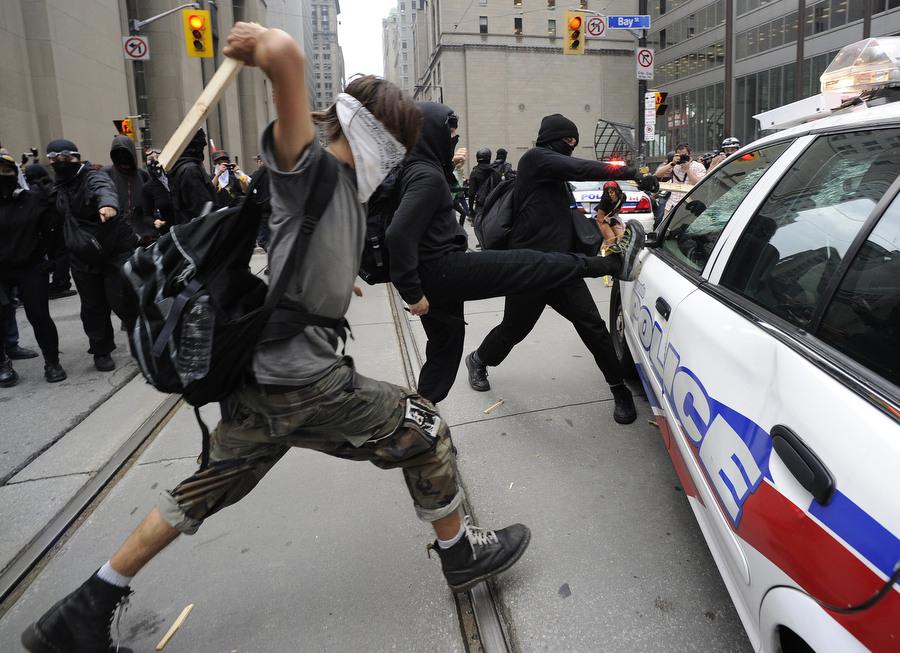 6a00d83G2 Протесты в Торонто