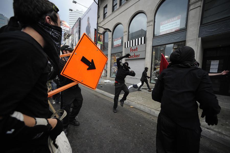 6a00d83J1 Протесты в Торонто