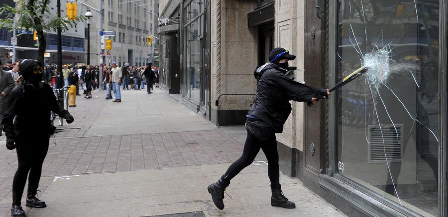 6a00d83N Протесты в Торонто