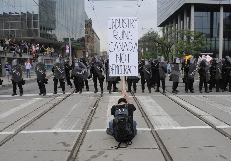 6a00d83Q Протесты в Торонто