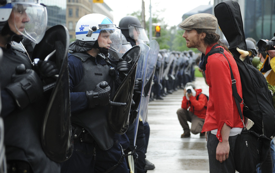 6a00d83R Протесты в Торонто