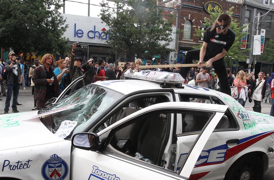 6a00d83V Протесты в Торонто