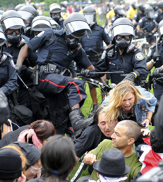 6a00d83Z Протесты в Торонто