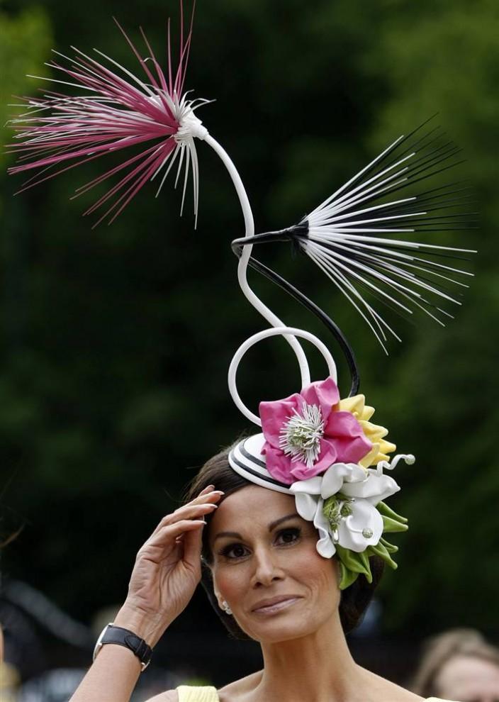 739 704x990 Парад шляп на скачках Royal Ascot (Часть 2)