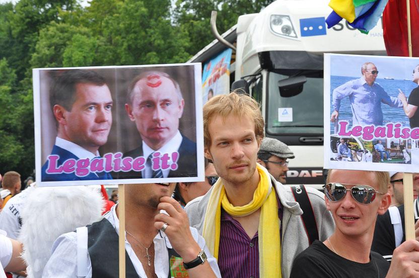 Русский гей позирует
