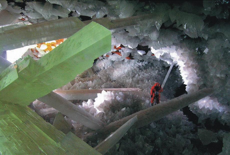 0 33526  Пещера гигантских кристаллов