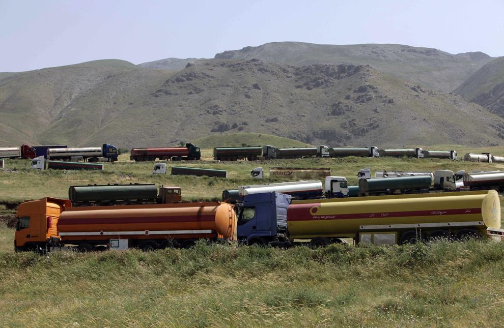 фото машин с нефтью в турцию сообщает
