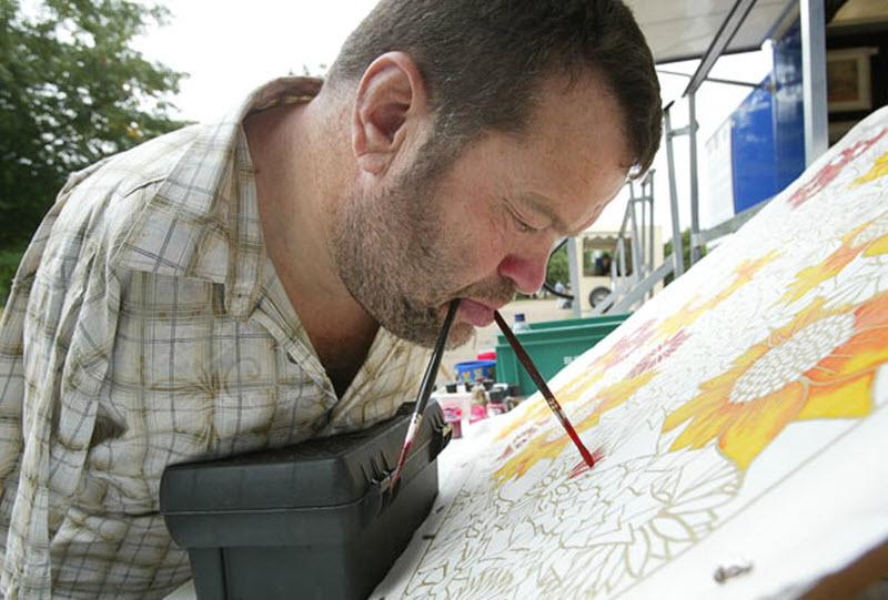 видео как человек рисует термобелье