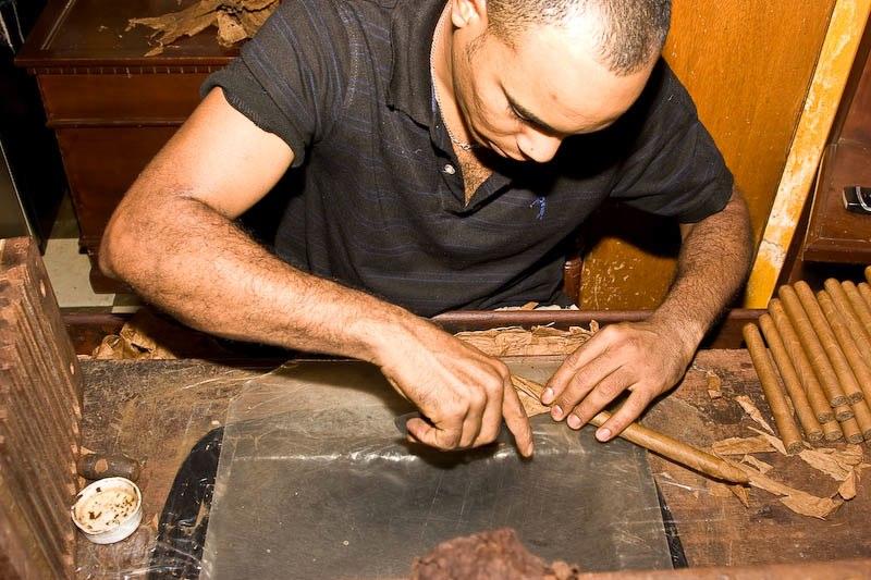 2175 Доминикана: как делают сигары