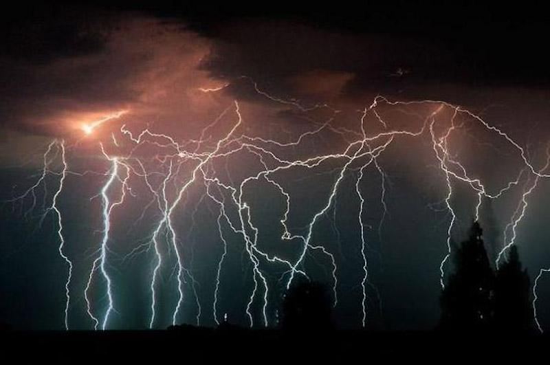 Для одних буря с проливным дождем и молниями
