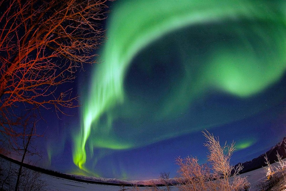 http://bigpicture.ru/wp-content/uploads/2010/08/ss-100804-aurora-borealis-04.ss_full-990x660.jpg