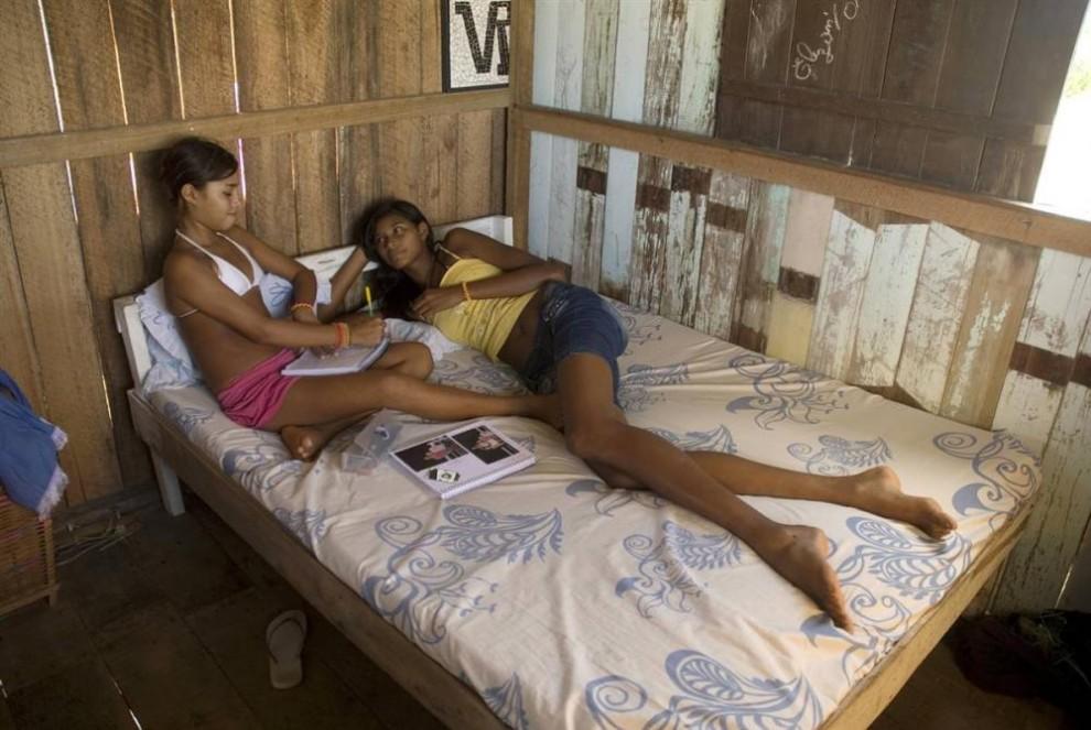 14-летняя бразильянка ростом более 2 метров.
