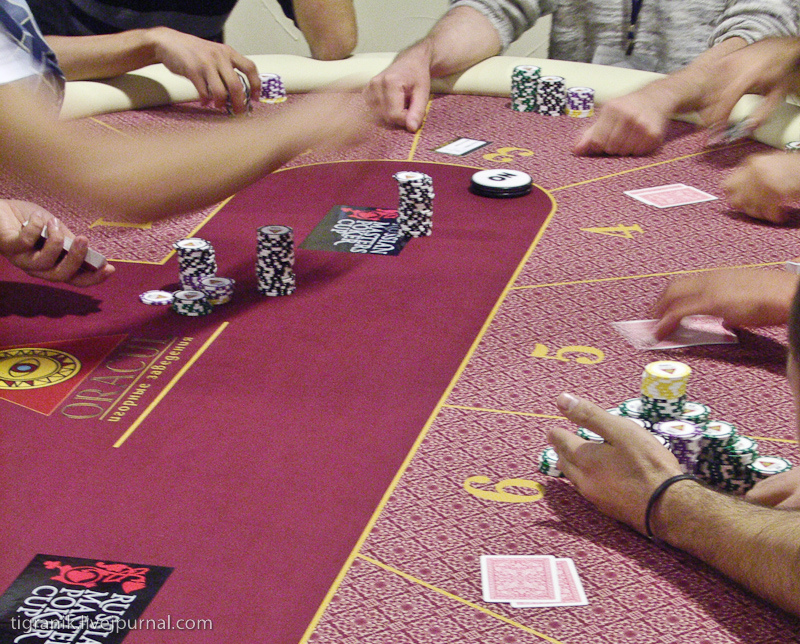 """Игорная зона """"Азов-сити"""". один день из жизни покеристов."""