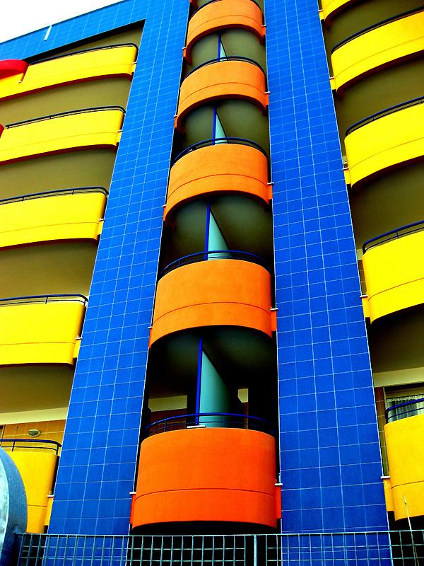 0249 Красочные здания
