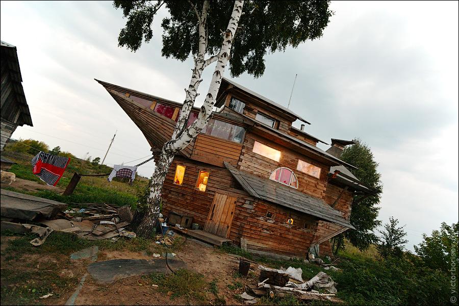 Необычный Дом-ковчег построил Николай Орехов, житель поселка Боровой.  Любопытно, что это строение было построено без...