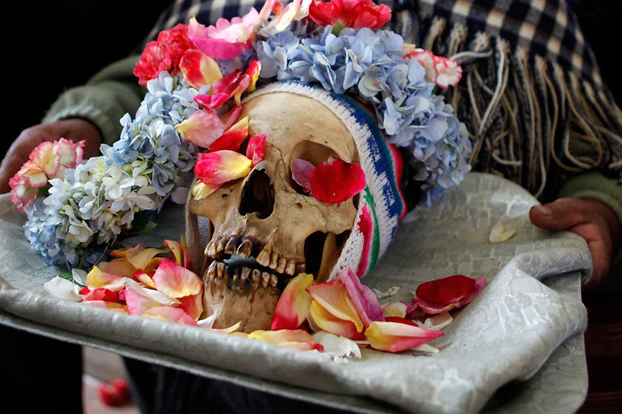 0113 Освящение черепов в Боливии