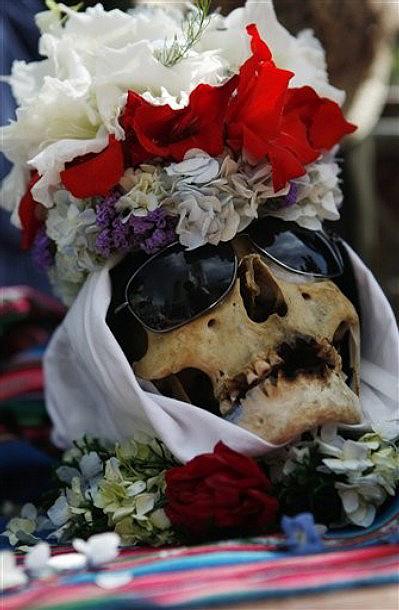 0213 Освящение черепов в Боливии