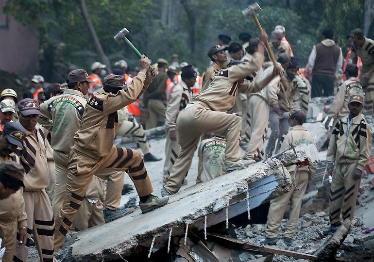 0236 В Индии рухнул пятиэтажный жилой дом