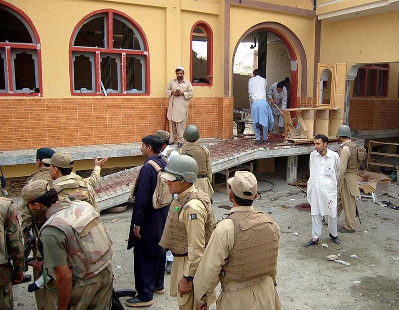 Атака смертника в пакистанской мечети