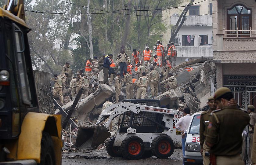 0436 В Индии рухнул пятиэтажный жилой дом