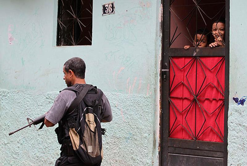 0457 Операция по зачистке трущоб Рио от наркоторговцев