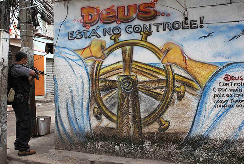 0557 Операция по зачистке трущоб Рио от наркоторговцев