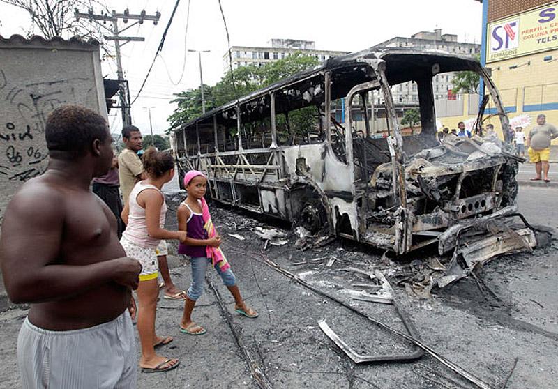 0755 Операция по зачистке трущоб Рио от наркоторговцев