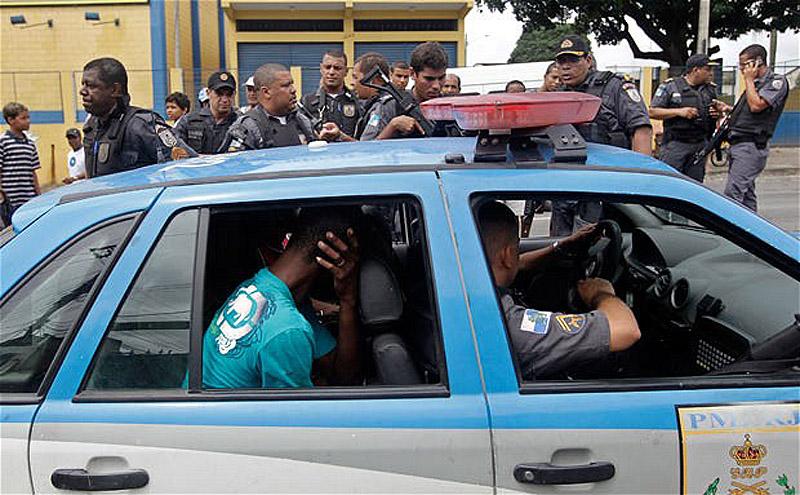 10107 Операция по зачистке трущоб Рио от наркоторговцев