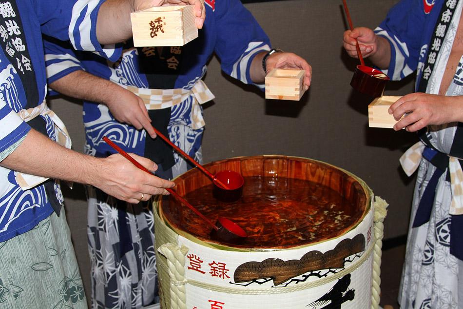 Бочка саке и торжественный ужин