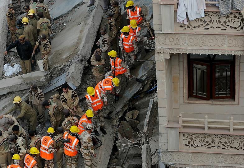 1194 В Индии рухнул пятиэтажный жилой дом