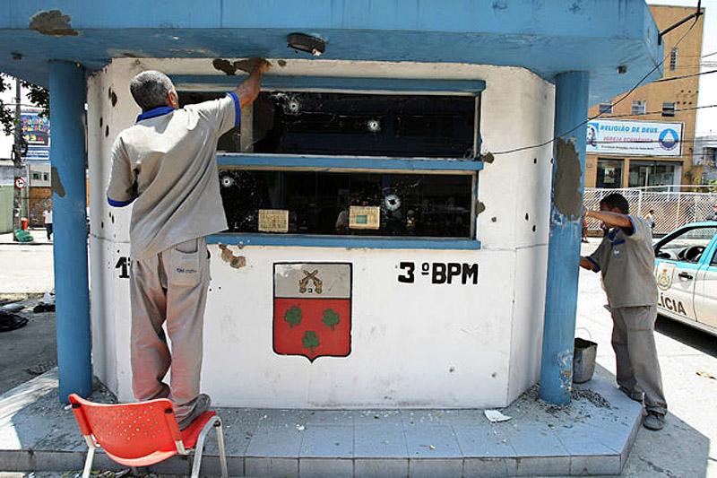 12100 Операция по зачистке трущоб Рио от наркоторговцев