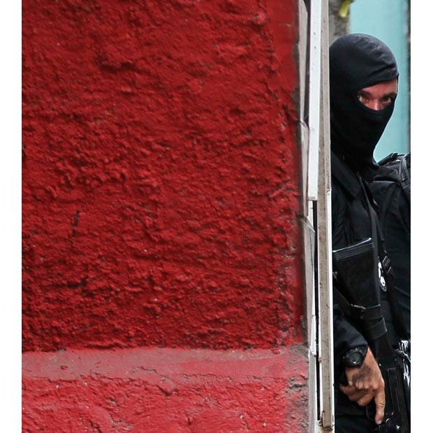 1478 Операция по зачистке трущоб Рио от наркоторговцев