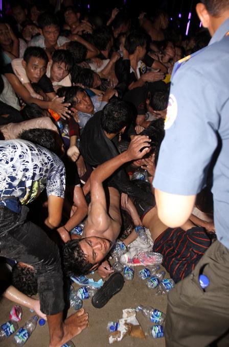 1651 Трагедия на водном фестивале в Камбодже
