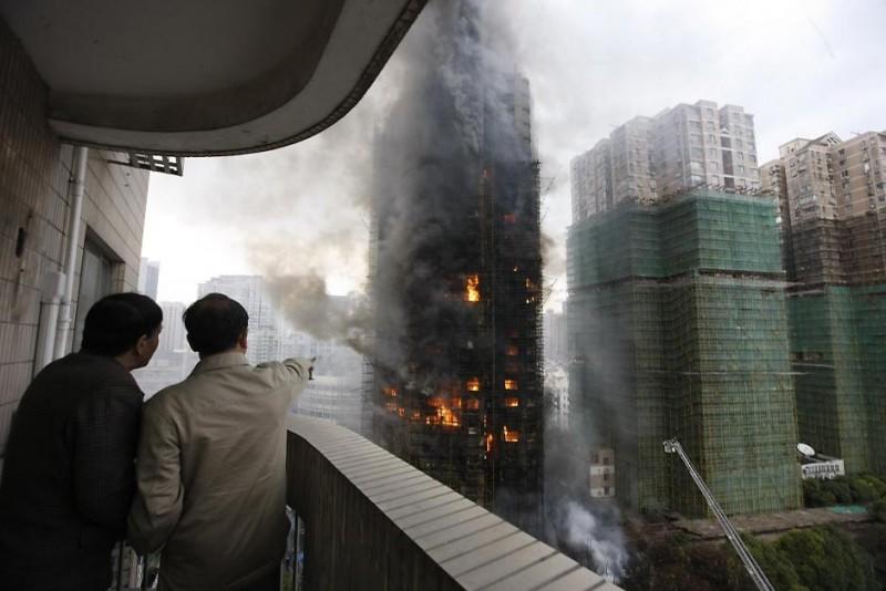 Пожар в Шанхае [Фоторепортаж]