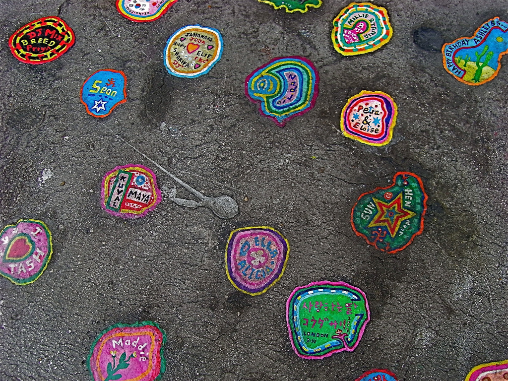 438 Уличное искусство из жевательной резинки