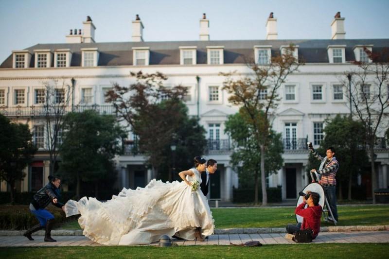china wedding village 13 800x533 Фотосессии китайских молодоженов на Темзе