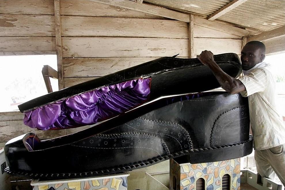 coffin1 990x659 Необыкновенные гробы из Ганы