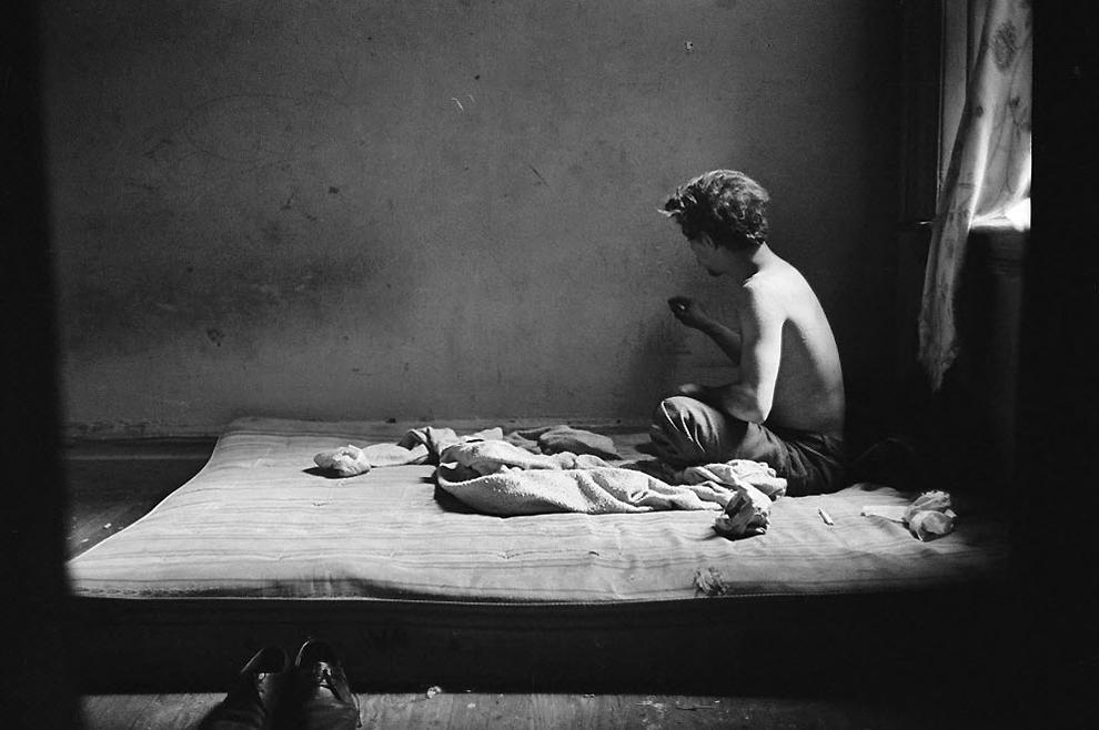 2. Наркоман в заброшенном здании в районе Бронкса Хантс Пойнт, 1969 год. (Larry C. Morris/ The New York Times)